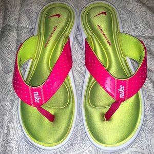 Nike memory foam flip flops